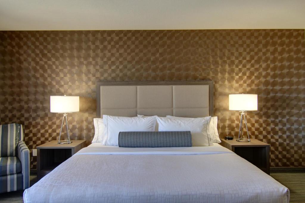 Кровать или кровати в номере Canalta Kindersley