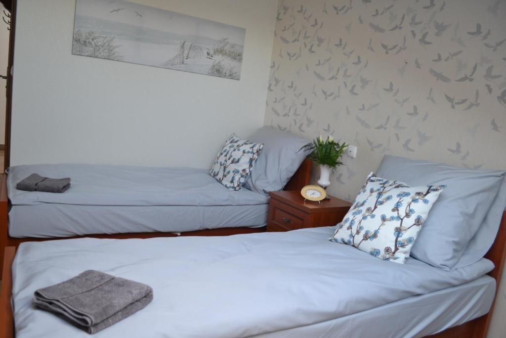 Łóżko lub łóżka w pokoju w obiekcie Karczma Kaszubska