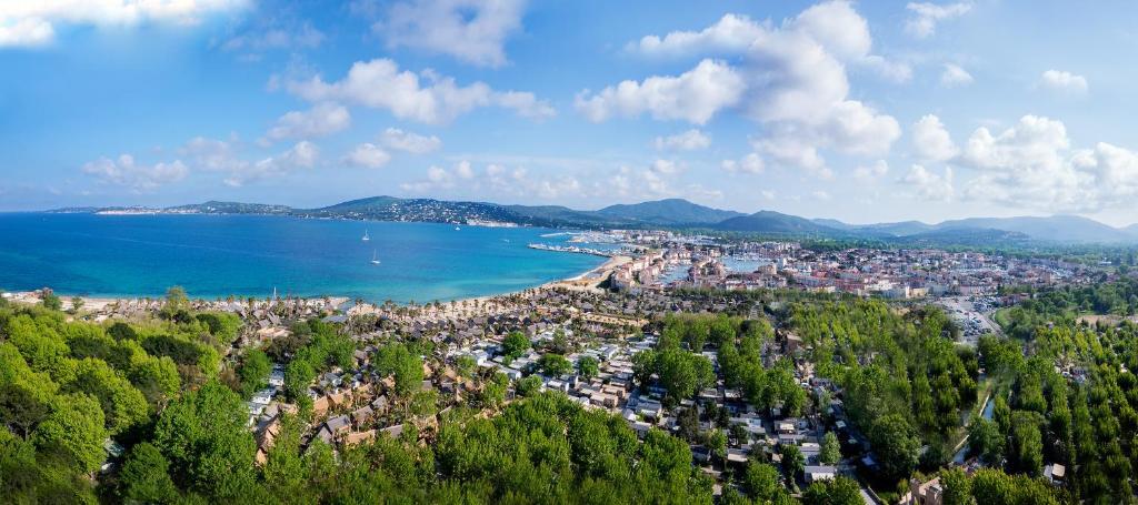 Vue panoramique sur l'établissement Cote d'Azur Holidays
