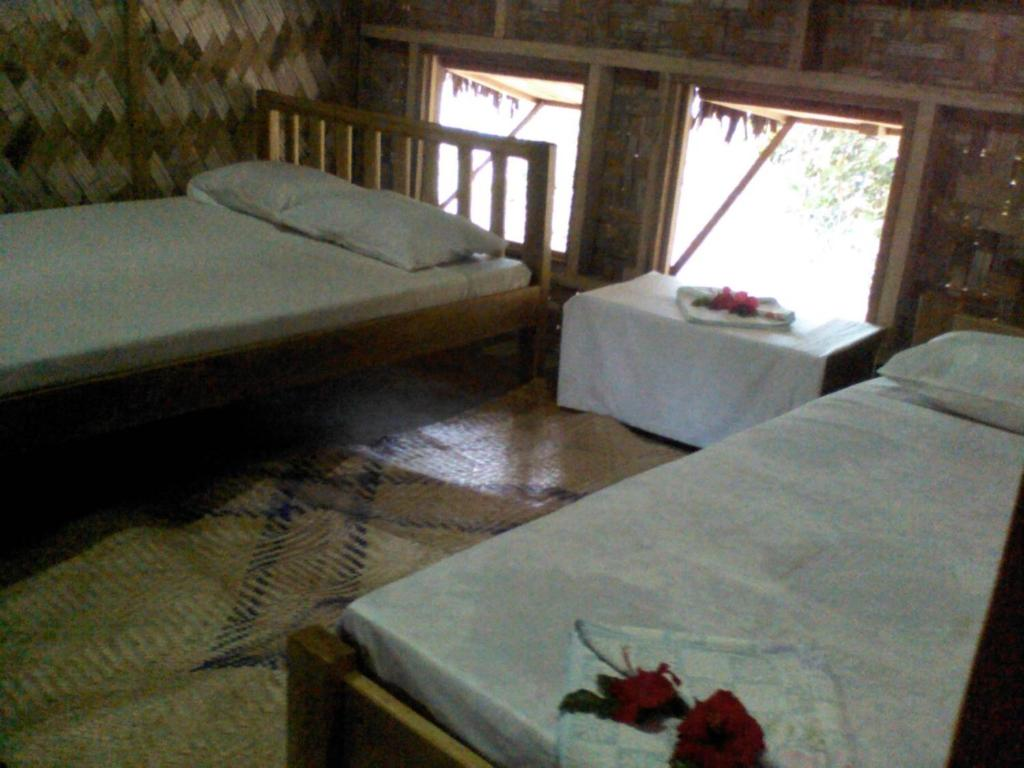A bed or beds in a room at Mahun Lagoon Bungalows