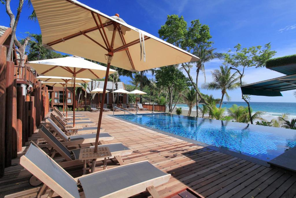 The swimming pool at or near Ao Prao Resort