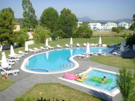 Θέα της πισίνας από το Erifili Apartments ή από εκεί κοντά