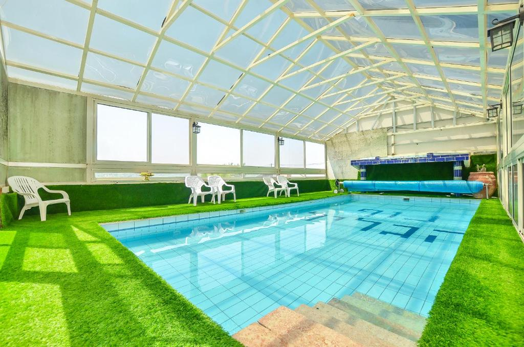 The swimming pool at or near ביקתות נוף הגליל