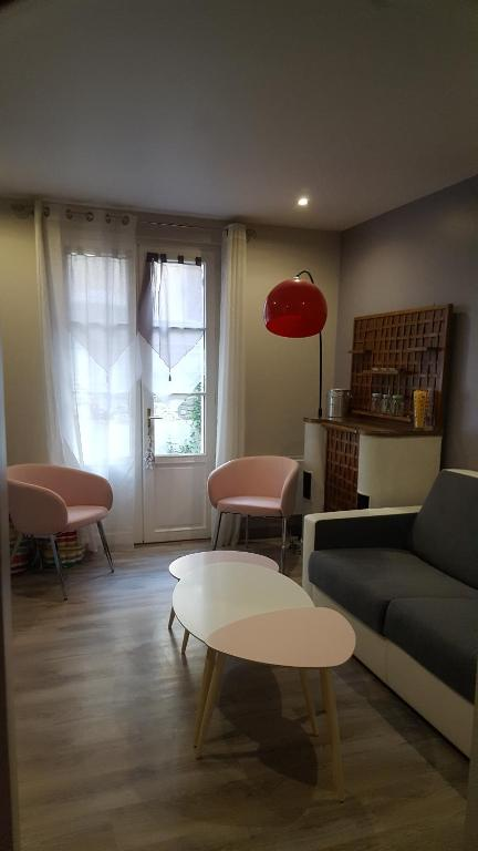 A seating area at Home St. Germain