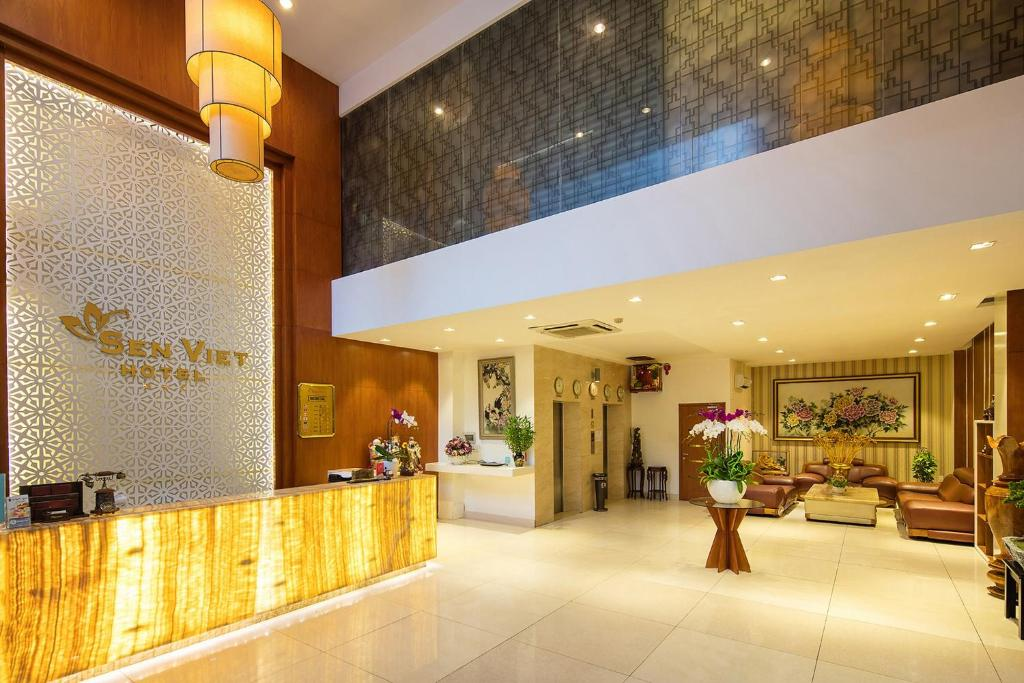 The lobby or reception area at Sen Viet Hotel