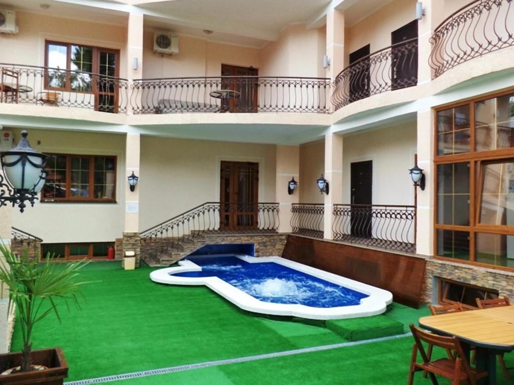 The swimming pool at or near Guest House Divnaya