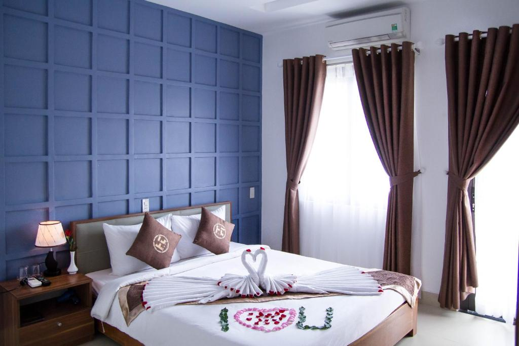 A bed or beds in a room at Poetic Hue Hotel & Spa