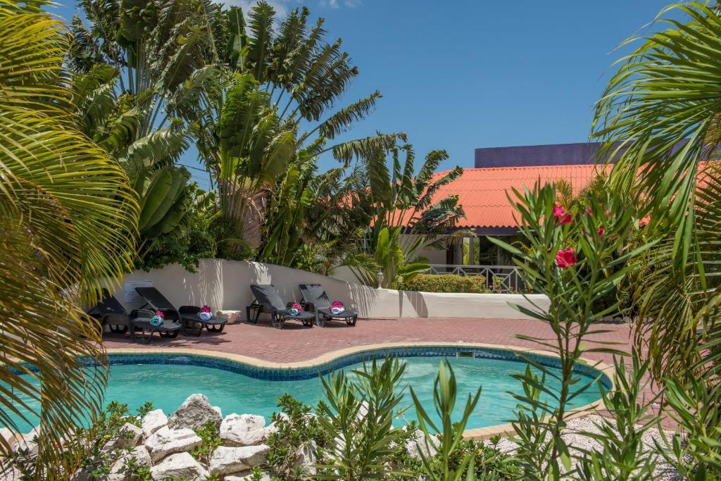 A piscina localizada em Blue Marlin Apartments ou nos arredores
