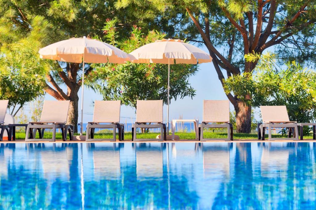 The swimming pool at or near Moradias Villas Rufino