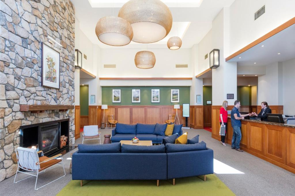 The lobby or reception area at Yarra Valley Lodge