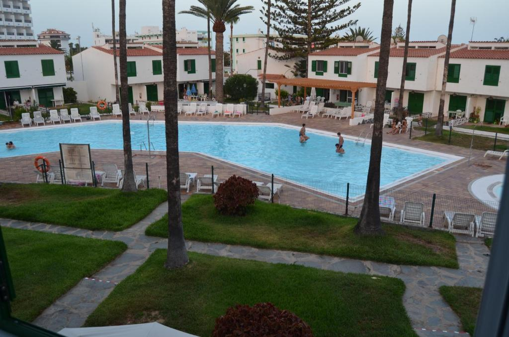 The swimming pool at or close to Bungalow Main Street Playa del Ingles