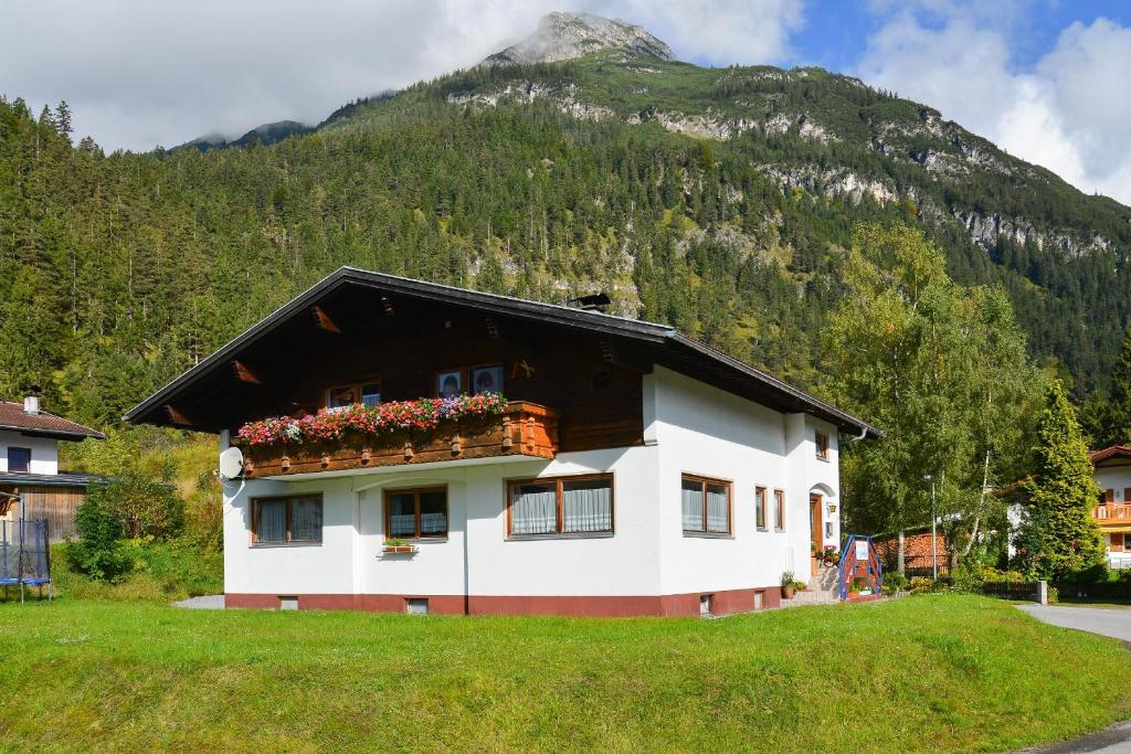 Hostels In Stanzach