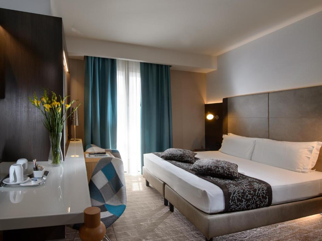 A bed or beds in a room at Elite Hotel Residence