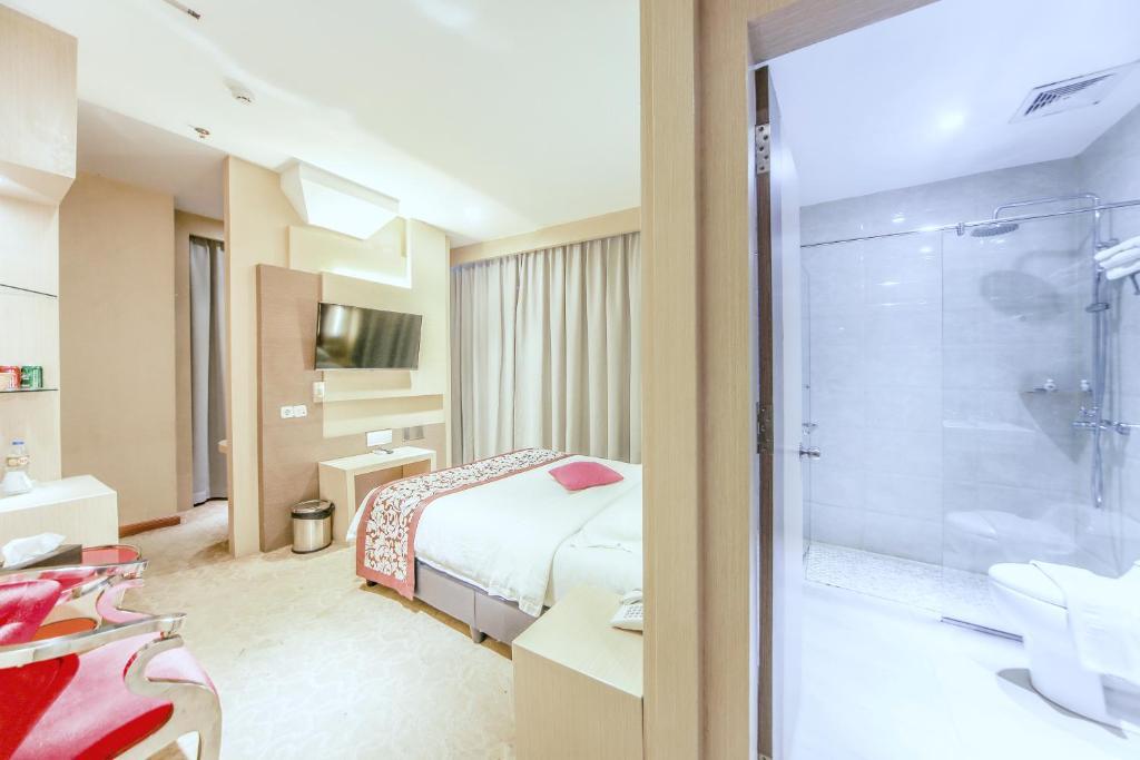 A bathroom at Batam City Hotel