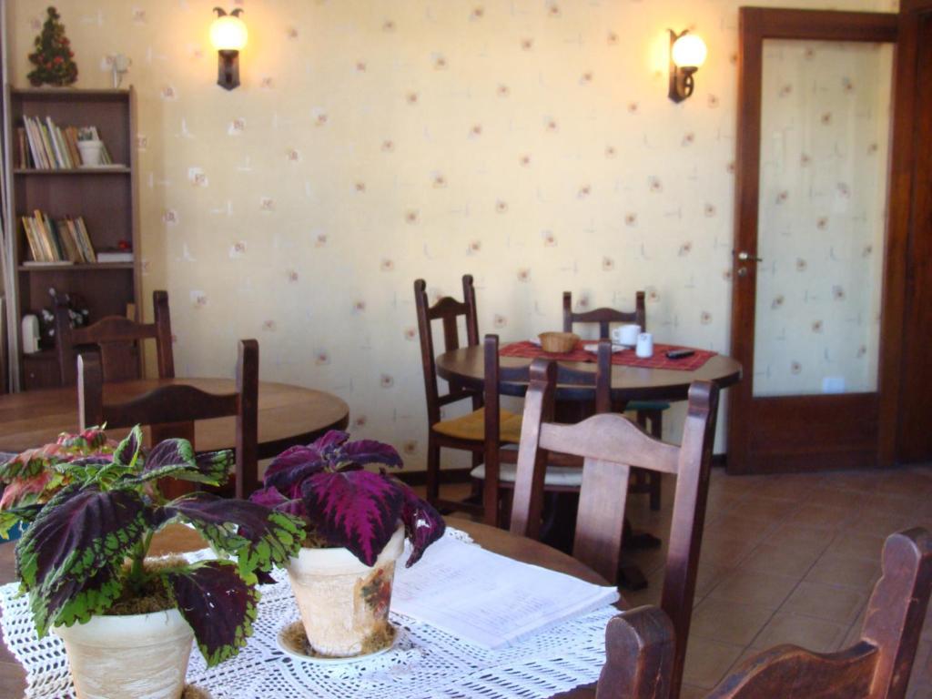 Un restaurant u otro lugar para comer en Falcone Hotel