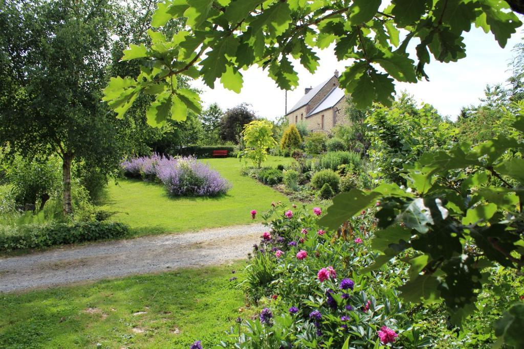 Jardin de l'établissement Au Jardin Des Violettes