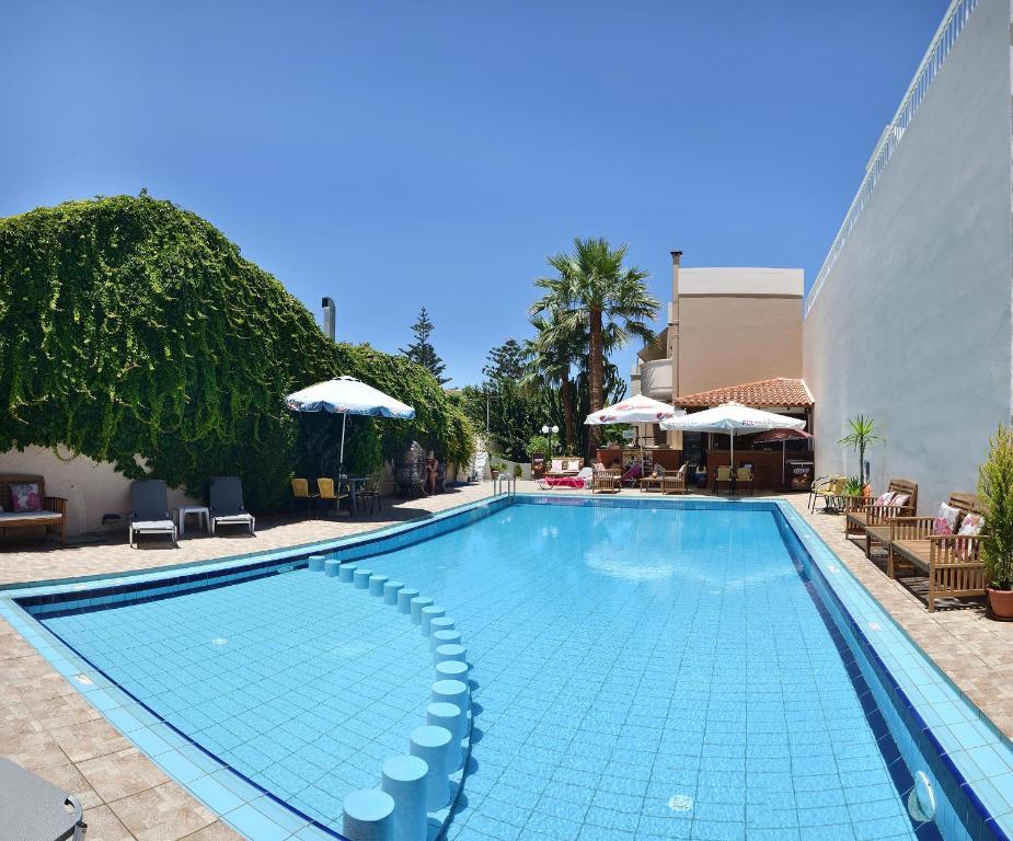 Πισίνα στο ή κοντά στο Akatos Hotel