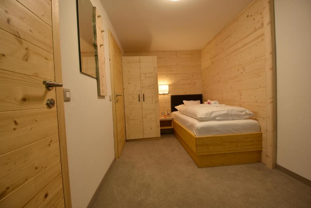 A bed or beds in a room at Garni Hotel Stare