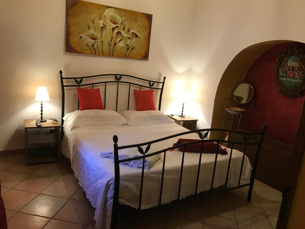 A bed or beds in a room at Il Trulletto