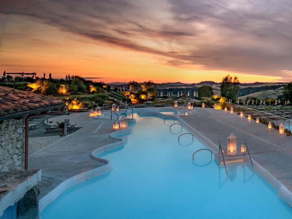 The swimming pool at or near San Giovanni Terme Rapolano