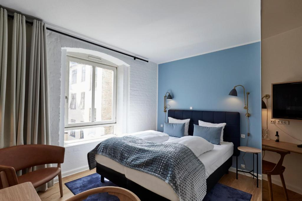 A bed or beds in a room at Copenhagen Strand