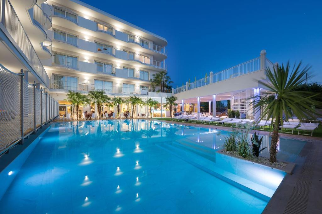 Bazén v ubytování AQA Palace nebo v jeho okolí