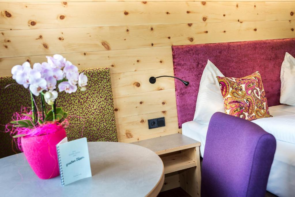 Ein Sitzbereich in der Unterkunft Hotel Talblick