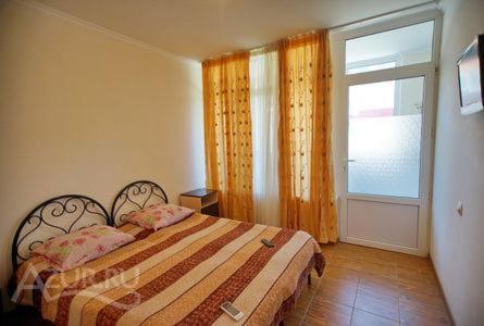 Кровать или кровати в номере Гостевой дом Изумруд