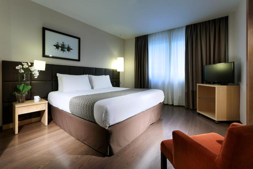 A bed or beds in a room at Eurostars Lucentum