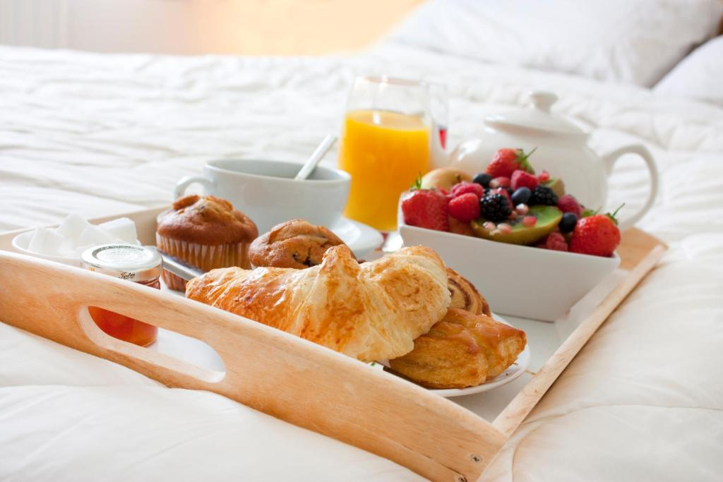 Breakfast options available to guests at Bed & Breakfast Giethoorn