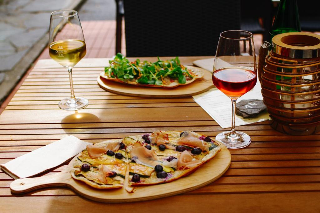 Lunch and/or dinner options for guests at Ferien Weingut Schneider