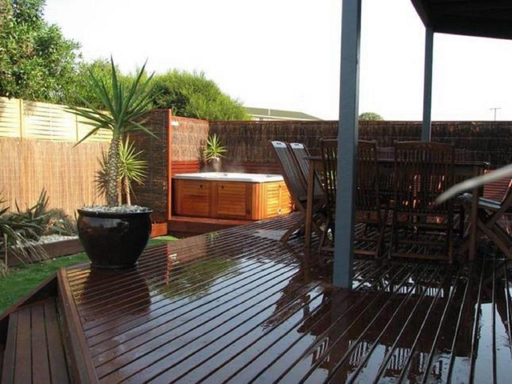 A balcony or terrace at Sunderland Retreat Phillip Island
