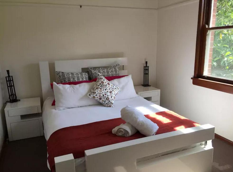 A bed or beds in a room at Halfrida-Peaceful Home