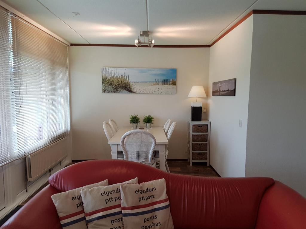 Ein Sitzbereich in der Unterkunft OESTER Bed by the Sea