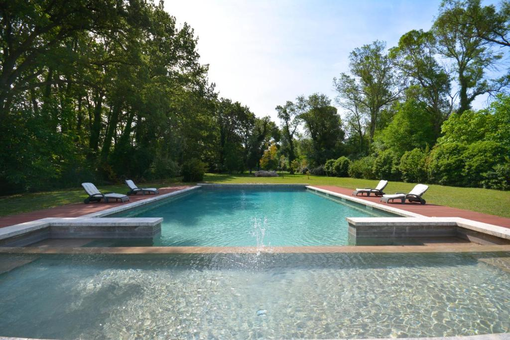 The swimming pool at or close to Ancien Mas Du Moulin