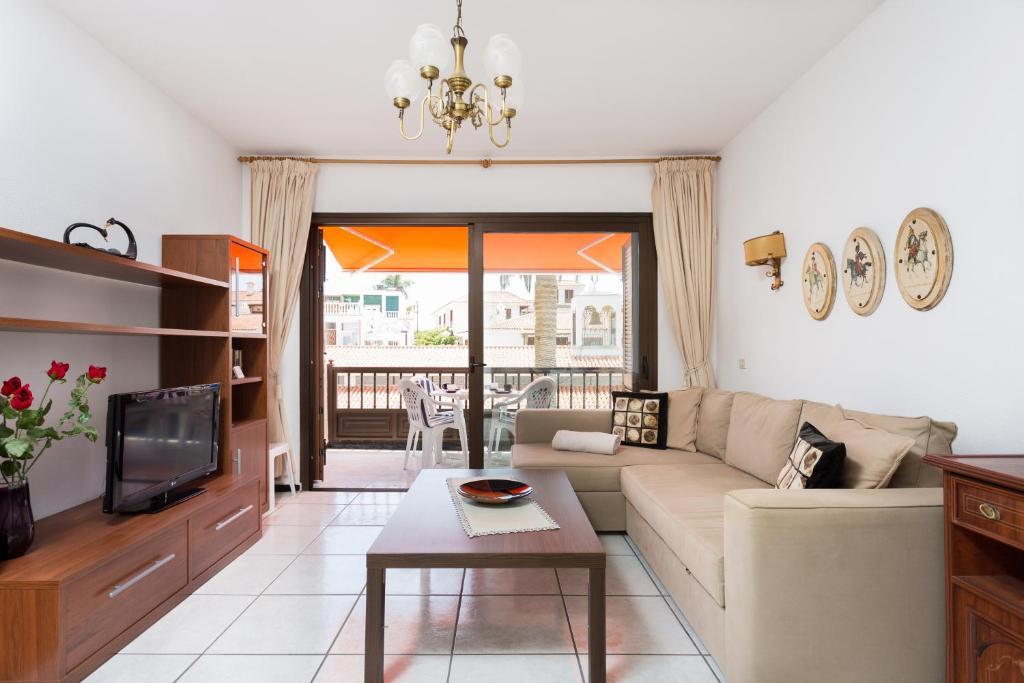Zona de estar de Wygodny apartament w centrum Los Gigantes