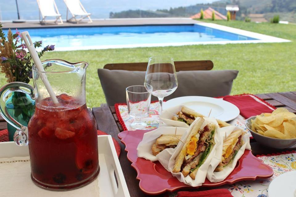 The swimming pool at or near Casas da Li