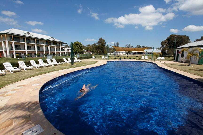 The swimming pool at or near Yarrawonga Mulwala Golf Club