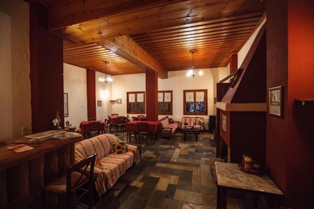 Εστιατόριο ή άλλο μέρος για φαγητό στο Ξενώνας Ρούσης