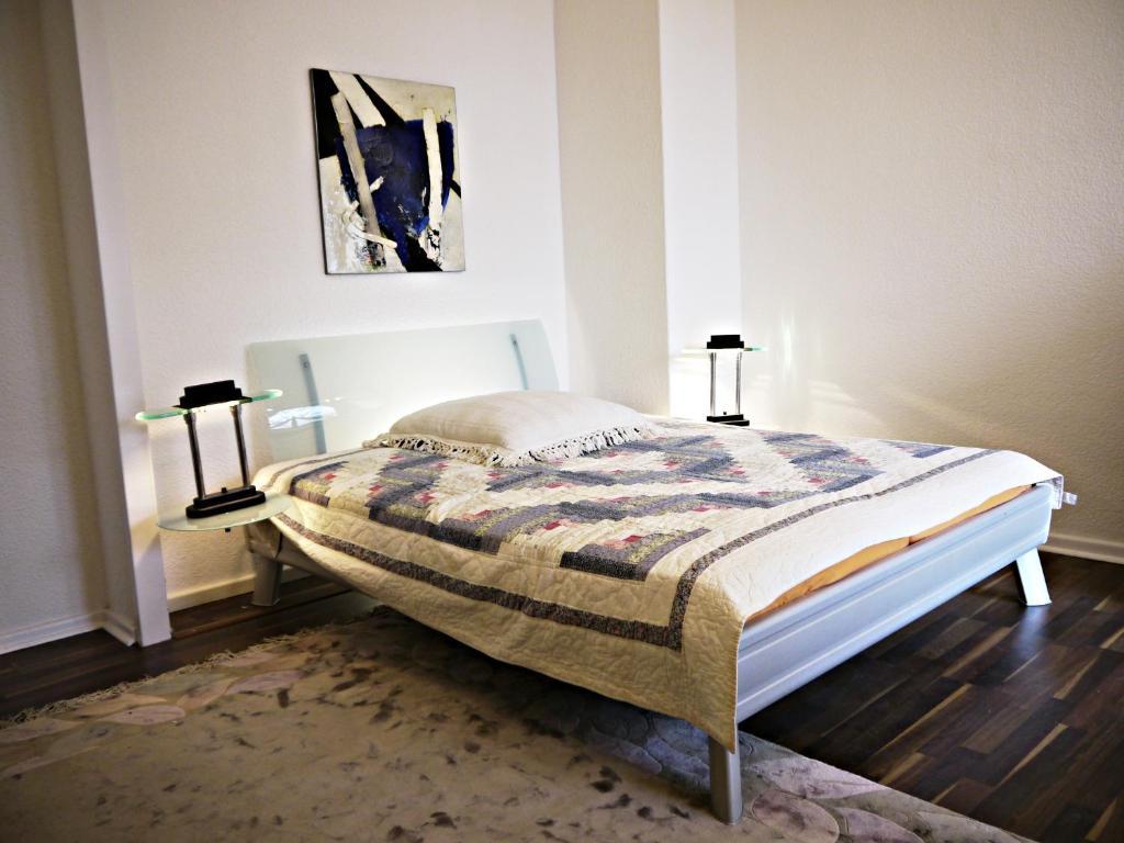 Ein Bett oder Betten in einem Zimmer der Unterkunft Hal 1