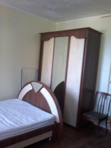 A bed or beds in a room at Apartment on Lomonosova 32