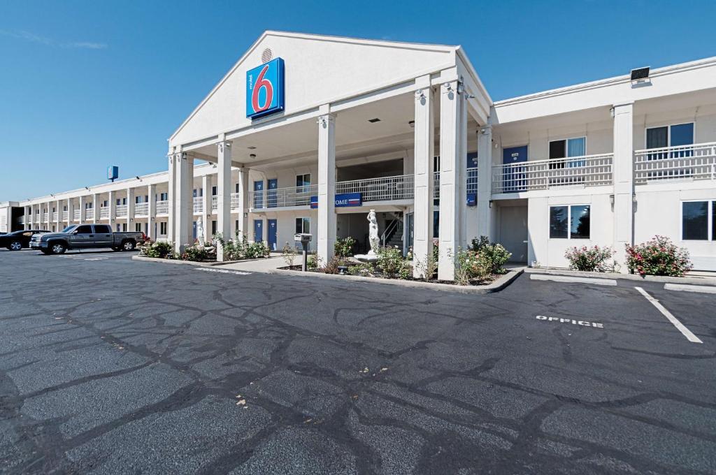 Motel 6-Martinsburg, WV