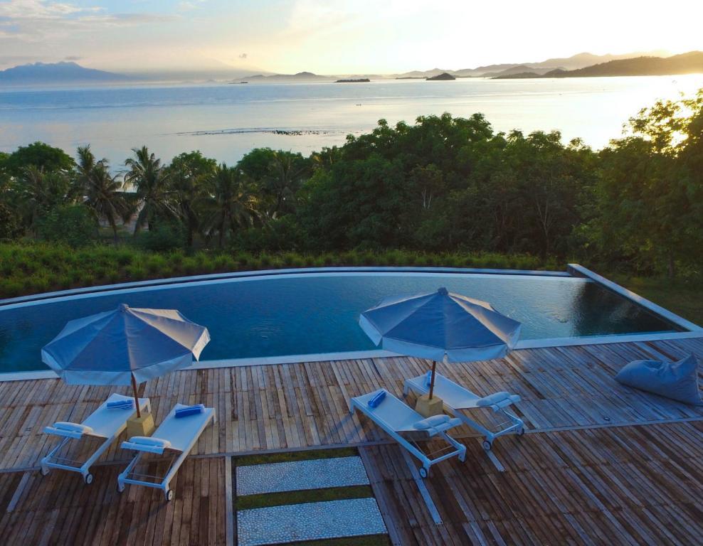 The swimming pool at or close to Villa Selalu