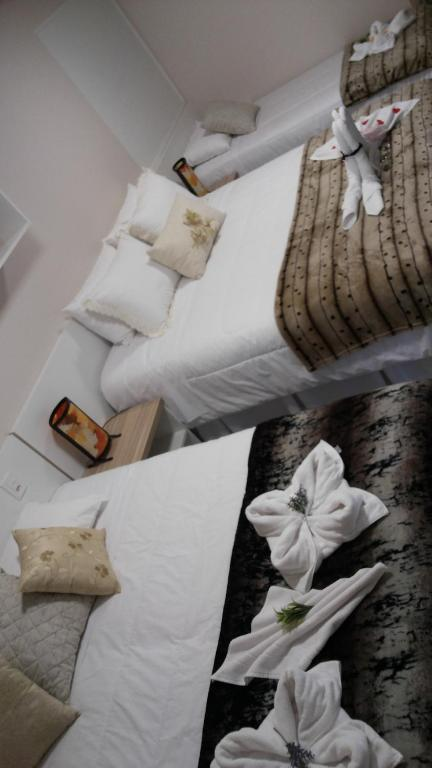 A bed or beds in a room at Suítes D3A
