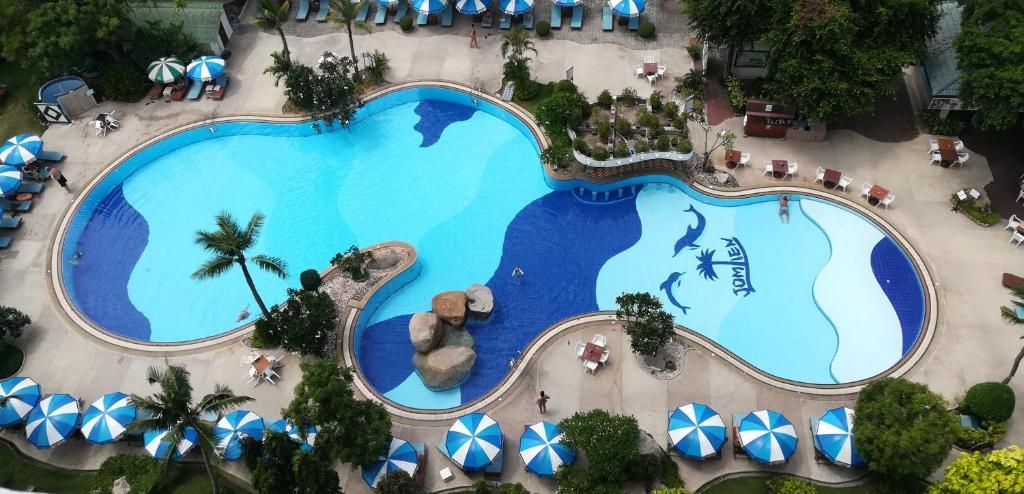 Uitzicht op het zwembad bij Grand Jomtien Palace Hotel of in de buurt
