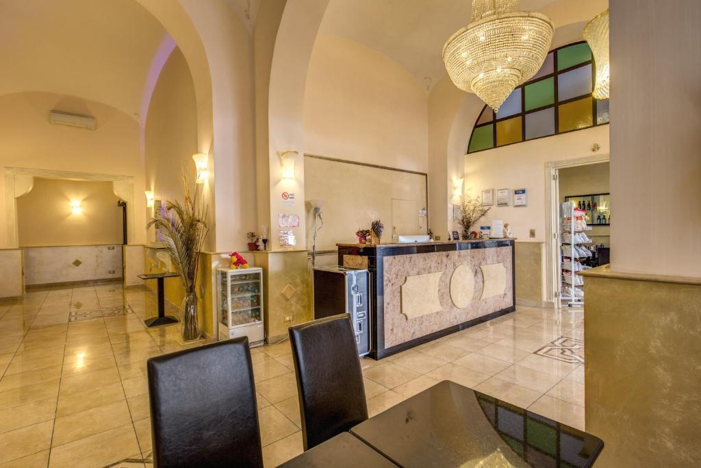 The lobby or reception area at Hotel Maryelen 2