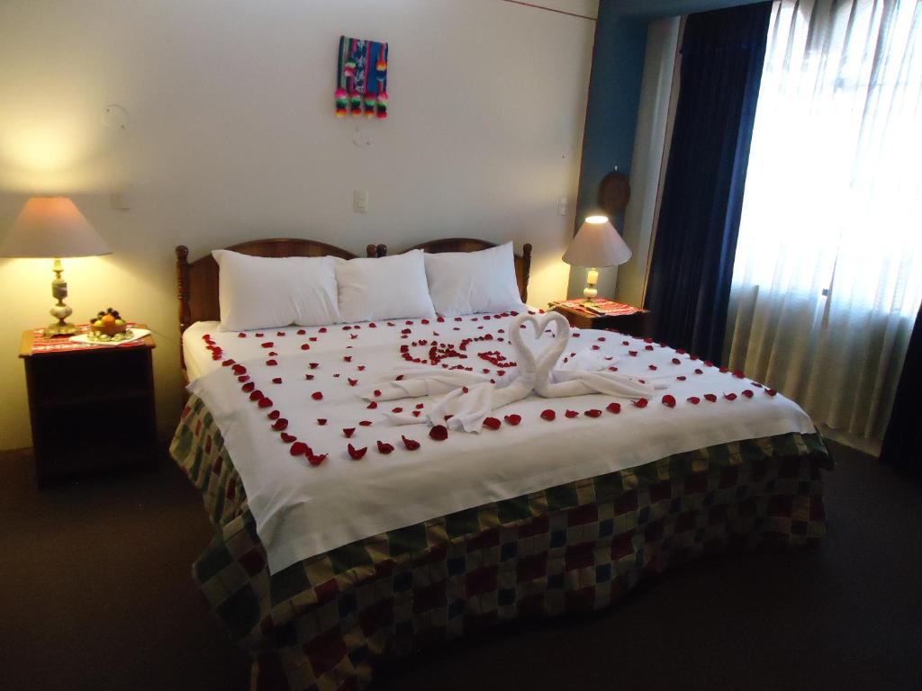 A bed or beds in a room at Hotel T'ika