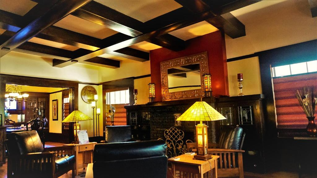 The lounge or bar area at Amber House Inn Of Midtown
