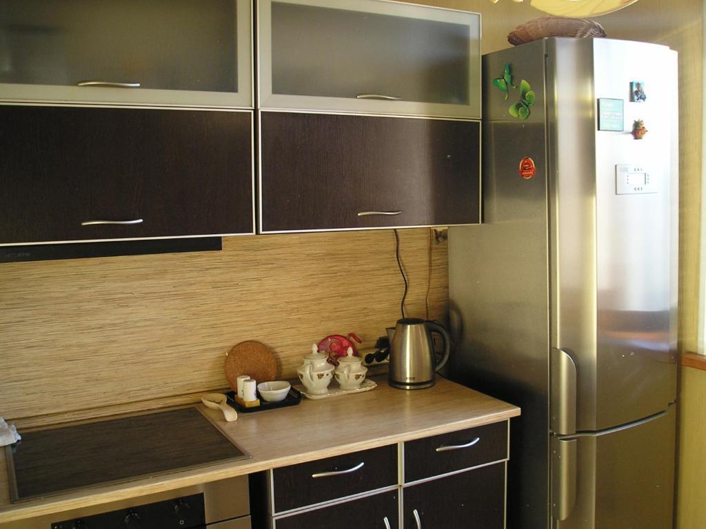 A kitchen or kitchenette at Kvartira metro Novokosino