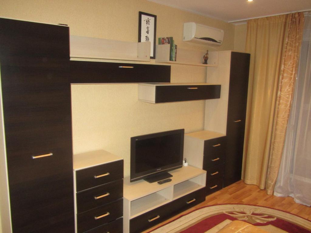 Телевизор и/или развлекательный центр в Apartment Ibragimova 42-76